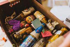 ¡Si estáis invitados a una boda, tomad nota! Dar dinero a los novios es cada vez más común, pues para ambas partes es la forma más cómoda de dar y recibir el regalo de boda. Si os decantáis por ello, hacedlo con imaginación y sorprended a los novios.