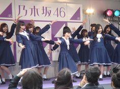 今月末で閉校となる茨城県立小川高校、最後の卒業式でサプライズライブを行った乃木坂46