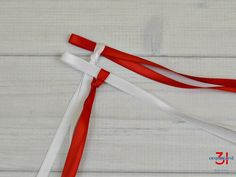 graduation leis How to make a double braided ribbon lei with 4 strands of ribbon. And easy-to- ribbon lei tutorial perfect for Hawaiian graduation lei gifts. Ribbon Lei, Ribbon Braids, Diy Braids, Diy Ribbon, Ribbon Work, Ribbons, Graduation Leis, Money Lei, How To Make Ribbon