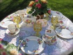 Manor Roses tea service for 7 guests