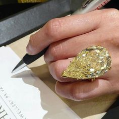 I just fainted. The end.  50 carats  @davidwarrenchristies @christiesjewels