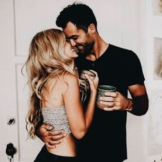 Everyone desires to as happy as they possibly can be with their partner. Take a look at these 31 things couples may do to build and sustain a happier and healthy relationship. Love Couple, Couples In Love, Romantic Couples, Romantic Gifts, Cute Relationships, Healthy Relationships, Relationship Goals, Couple Posing, Couple Shoot