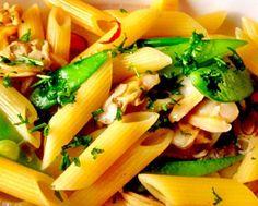 レシピとお料理がひらめくSnapDish - 24件のもぐもぐ - Penne with clams and snow peas by Kirk Awiam