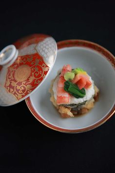 Japanese-Style Wedding Reception Meal Presentation (Steamed Seafood and Veggies Dish)|料亭 いちえ庵