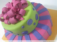 Queque de Quinceaños color fucsia - queques y cupcakes nana´s cakes Costa Rica