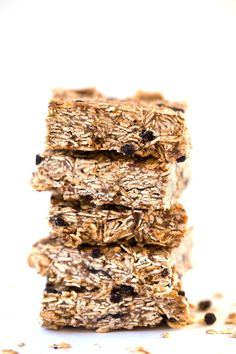 Blueberry Acai Granola Bars Recipes These acai granola bars combine wholesome ingredients to create a fiber-rich, naturally sweetened DIY snack. Diy Snacks, No Bake Snacks, Quinoa Granola Bars, 16 Bars, Healthy Afternoon Snacks, Dried Blueberries, Breakfast Bars, Breakfast Recipes, Healthy Baking