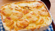 栗原 はるみさんのじゃがいもを使った「ポテトグラタン」のレシピページです。ホワイトソースを使わずにつくれるグラタン。じゃがいもには、たまねぎではなく、ねぎを合わせるのがポイント。この組み合わせ、とても合います。 材料: じゃがいも、ねぎ、アンチョビ、生クリーム、チーズ、塩、黒こしょう Apple Pie, Cooking, Desserts, Recipes, Foods, Party, Baking Center, Food Food, Postres