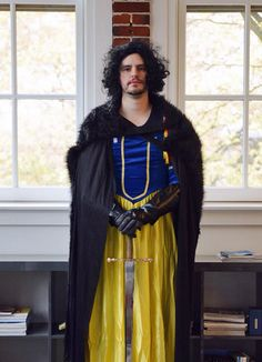 John Snow White 13 More Punny Halloween Costumes Most Creative Halloween Costumes, Original Halloween Costumes, Cool Halloween Costumes, Halloween 2015, Halloween Pictures, Easy Halloween, Halloween Party, Pun Costumes, Disney Costumes