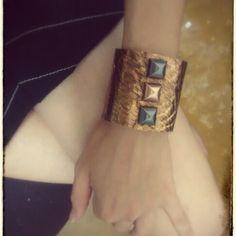 Bracelete Couro Rose/Onix Vendas: whatsapp: 317300-4489 http://instagram.com/petalasdemaria