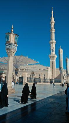 Image about islam in ♡Mecca Beautiful Verses, Beautiful Islamic Quotes, Beautiful Mosques, Beautiful Places, Medina Islam, Medina Mosque, Mecca Madinah, Mecca Masjid, Mecca Wallpaper
