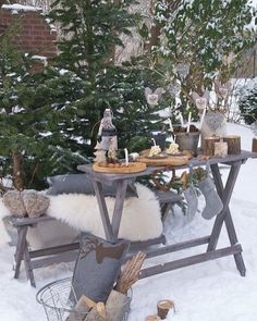 Dear Ramonita I'm just finishing to put some stuff on the table for your winter garden party! Enjoy your party my dear 🎄 Winter Love, Winter Snow, Cozy Winter, Winter Ideas, Rustic Christmas, Winter Christmas, Magical Christmas, Winter Magic, Picnic Time