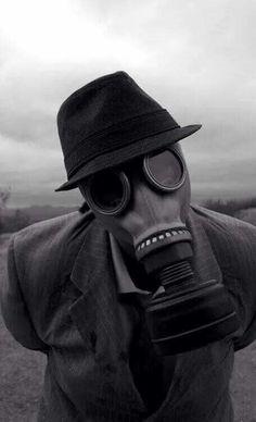 Resultado de imagem para pessoas usando máscaras coelho triste
