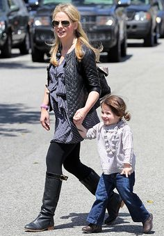Sarah Michelle Gellar's Sophisticated Maternity Style