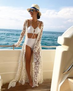 ▷ 1001 + Idéias para roupas de praia incríveis para mulheres, homens e crianças, designer bademode weiße bikini spitze oberteil dekorativ und wunderschön. Pool Party Outfits, Summer Outfits, Cute Outfits, Summer Dresses, Hawaii Outfits, Ibiza Outfits, Dresses Dresses, Boat Party Outfit, Cancun Outfits