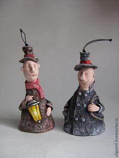 Трубочист и Фонарщик - коричневый,серый,статуэтка,человечки,колокольчик