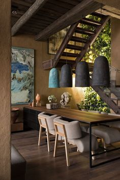 The design aesthetic ''Wabi-sabi'' which shaped up in 2018 is still the décor trend of the moment. The Japanese decor trend will be huge in 2019 as well. Wabi-sabi is in spirit with Japanese way of… Wabi Sabi, Home Decor Trends, Diy Home Decor, Room Decor, Casa Wabi, Estilo Interior, Room Interior, Interior Plants, Diy Interior