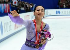 Women's singles bronze medalist Mao Asada of Japan waves to fans during the women's singles event at the ISU Grand Prix figure skating NHK Trophy in Nagano on November 28, 2015. AFP PHOTO / TOSHIFUMI KITAMURA (1425×1024)