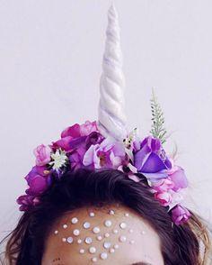 Unihorn Cuerno de unicornio mágico para usted convertirse en un unicornio. hecha de flores de tela y arcilla de polímero Se puede hacer en diferentes colores con diferentes flores. Envíanos un mensaje y nos podemos subir con un diseño especial solo para ti - costo no añadido.