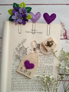 Set of 4 bookmarks: tea bag, bouquet paper clip and two hearts; Paperclip Crafts, Felt Crafts Diy, Felt Diy, Crafts To Make, Paper Crafts, Foam Crafts, Felt Bookmark, Bookmark Craft, Diy Bookmarks