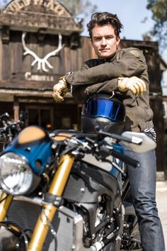"""BMW Motorrad and Orlando Bloom present the BMW S 1000 R Custom. Michael """"Woolie"""" Woolaway from Deus Ex Machina turns Orlando Bloom's vision of a custom bike into reality. Deus Ex Machina, Bobber Custom, Custom Bmw, Custom Bikes, R Cafe, Moto Cafe, Gq, Baggers, Choppers"""