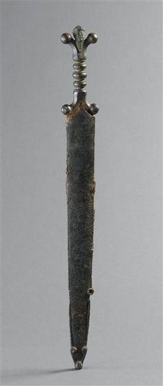 Epées courtes à poignées anthropoïdes; Tesson,   Saint-Germain-en-Laye