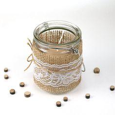 Juuttikangas sopii erinomaisesti myös lyhtyjen koristeeksi, sillä se päästää kauniisti valoa lävitse.