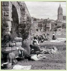 "Salamanca antigua: ""Puente Romano Salamanca"" Forma parte de la Vía d... Granada, Old Pictures, Mount Rushmore, Spain, Mountains, Black And White, Painting, Travel, Bb"