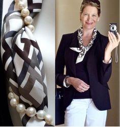 スカーフの巻き方: きちんと感ある装いに華を添えるパール絡ませテク