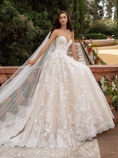 Pronovias Off-white/Crystal/Beige Lace and Tulle Elcira Feminine Wedding Dress Size 10 (M) Luxury Wedding Dress, Wedding Dress Sizes, Princess Wedding Dresses, Best Wedding Dresses, Bridal Dresses, Gown Wedding, Lace Bridal Gowns, Prettiest Wedding Dress, Flowery Wedding Dress