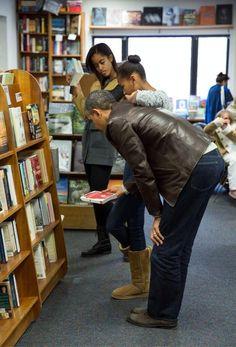 President Obama, Sasha & Malia Support #SmallBusinessSaturday