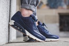 timeless design c7eb0 ae7ff Nike Air Max 90 Drops in Leather   Tweed. Chaussure ...