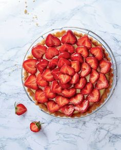 Understanding French Desserts - Useful Articles Fraisier Recipe, Vegan Stuffed Shells, Traditional French Desserts, My Favorite Food, Favorite Recipes, Food Porn, How Sweet Eats, Cooking Time, Love Food