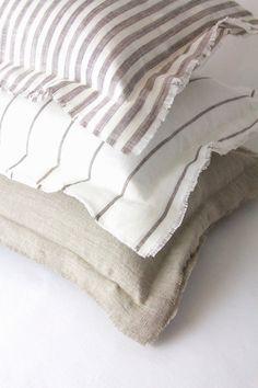 The easiest & cheapest vintage grain sack pillow covers ever! Handmade Pillows, Diy Pillows, Linen Pillows, Linen Bedding, Bed Linens, Diy Blankets, Cushions, Boho Pillows, Throw Pillows