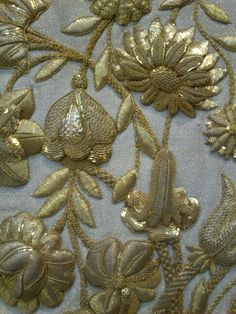 Stickerei Applikationen Tips On Bubble-Proofing Your Home What can you do to bu Zardozi Embroidery, Couture Embroidery, Indian Embroidery, Gold Embroidery, Embroidery Stitches, Embroidery Patterns, Modern Embroidery, Crazy Quilting, Lesage