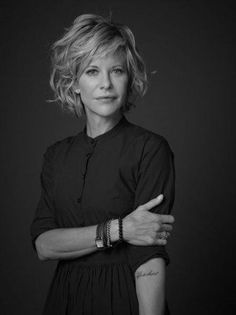 Look & Hairstyle Picture Description 2014 Short Hair Trends. Is this Meg Ryan? Love her do, but wonder how it looks when you first wake Medium Hair Styles, Curly Hair Styles, Short Styles, Short Hair Trends, Corte Y Color, Great Hair, Hair Today, Bob Hairstyles, Simple Hairstyles