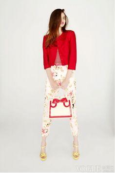 88ba4d00d8b03 Vogue Japan, Floral Pants, Valentine's Day Outfit, Fashion Poses, Fashion  Styles