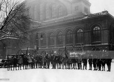 Germany Free State Prussia Berlin Berlin School class with skiers in front of the building of the Anhalter Bahnhof - Photographer: Herbert Hoffmann- 1929Vintage property of ullstein bild