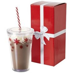 Invest in this handy #Winter Milkshaker from Promotiontube as your #Christmas #corporategift for both employees and customers alike. This double-walled tumbler with #snowflake design and screw lid holds 450ml of chocolate milk, rum and tea or any other winter-warming beverage with ease!