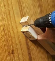 Woodworking Jigs Getting the Angle Right with a Power Drill! - Drill presses are great. If you don't, have no fear! This instructable is for you! Even if you have a drill press, what if. Small Woodworking Projects, Woodworking Courses, Woodworking School, Learn Woodworking, Popular Woodworking, Woodworking Furniture, Woodworking Crafts, Woodworking Plans, Workbench Plans