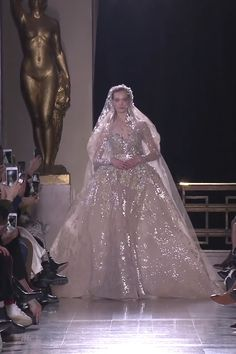 Elie Saab Look Spring Summer 2019 Haute Couture Collection : Gorgeous Embroidered Bronze Wedding Dress / Bridal Ball Gown with Long Sleeves, Veil and a Train. Runway Show by Elie Saab Dresses Elegant, Unique Dresses, Bridal Outfits, Bridal Dresses, Dream Wedding Dresses, Wedding Gowns, 00s Mode, Bronze Wedding, Cinderella