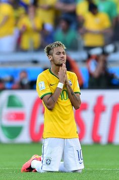 Brazil's forward Neymar prays during the penalty shoot out after extra-time in the Round of 16 football match between Brazil and Chile at The Mineirao Stadium in Belo Horizonte during the 2014 FIFA World Cup on June 28, 2014.