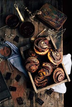Chocolate Brioche Recipe: fresh yeast, milk, eggs, sugar, flour, salt, butter, chocolate, sugar, cocoa powder and egg whites. (Need Google Translate to read in English.)