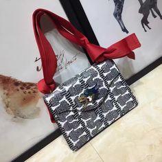 Choosing The Perfect Handbag That's Suitable For All Season - Best Fashion Tips Gucci Handbags, Luxury Handbags, Gucci Sylvie Bag, Gucci Bags Outlet, Michael Kors Shoulder Bag, Shoulder Bags, Blue Bags, Bag Sale, Fashion Bags