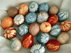 Gorgeous! Eggs colored with natural dye, using leaves and flowers for natural patterns.