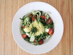 Recept: Raw lunchsalade met courgette en avocado
