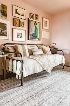 Guest Bedroom Office, Home Bedroom, Bedroom Decor, Bedrooms, Daybed Room, Velvet Furniture, Luxury Rooms, Bedding Shop, Diy Home