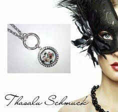 Medallion mit Fotoglaseinfassung von Thasalu Schmuck zu finden auf Facebook