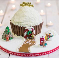 If you are not a fan of the traditional Christmas fruit cake but would still like a festive cake - then this giant christmas cupcake is the one for you. This giant cupcake has a delicious chocolate sponge and is filled with a chocolate peppermint buttercream. Baking and decorating this cupcake is a fun activity to get the family involved with and is sure to be a showstopper that all your friends will comment on.