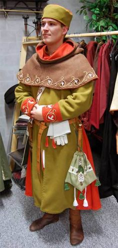 Cotte + Gugel, Stil spätes 13. Jh., Handstickerei Cotte + Hood, Style late 13. century, handmade embroidery