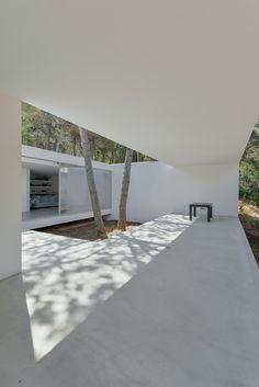 Architectural Photographers: Ricardo Oliveira Alves,House in Colares II… Minimalist Architecture, Space Architecture, Residential Architecture, Contemporary Architecture, Architecture Artists, Arch House, My House, Living Haus, Design Exterior